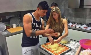 Έφαγε πίτσα με το κορίτσι του ο Πουλίδο (pic)