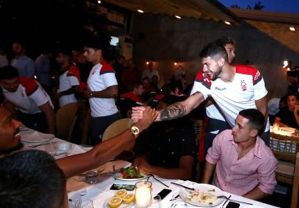 Το οικογενειακό δείπνο Ολυμπιακού και Νότιγχαμ Φόρεστ! (pics)