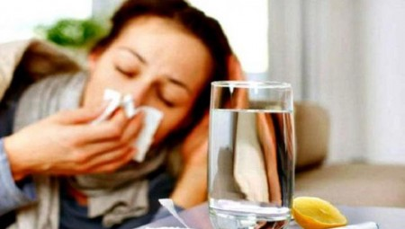 Οι 4 τροφές που χειροτερεύουν τη γρίπη