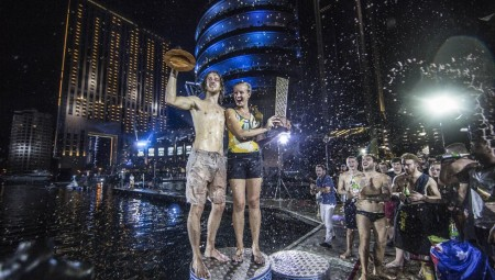 Εντυπωσιακό νυχτερινό φινάλε στο Dubai για το Red Bull Cliff Diving World Series 2016