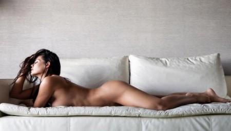 Μαρία Κορινθίου σημαίνει «καυτό» σώμα με καμπύλες και μαγιό