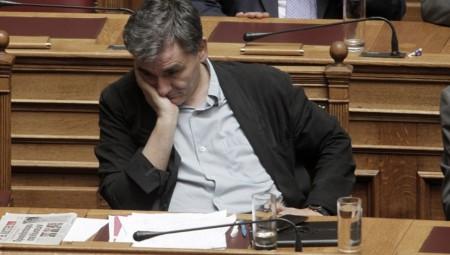 «Βουτιά» 2,8 δισ. ευρώ στα έσοδα του προϋπολογισμού-