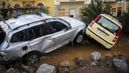 Βιβλικές καταστροφές στη Σύμη - Τόνοι λάσπης «βούλιαξαν» το νησί