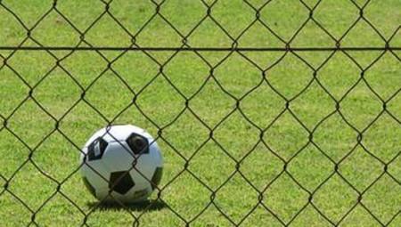 «Ο πιστολέρο ιδιοκτήτης του ΠΑΟΚ Σαββίδης απειλεί τον διαιτητή σε αγώνα της Σούπερ Λιγκ»