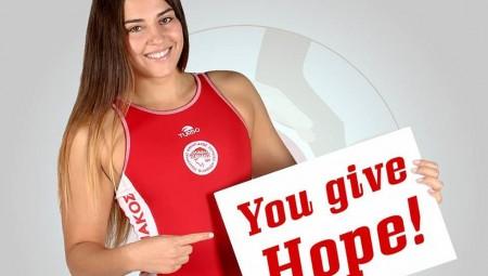 Στηρίζει τους πρόσφυγες ο Ολυμπιακός (pic)