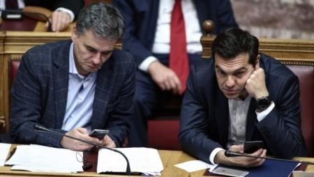 Η κυβέρνηση ελπίζει σε σωσίβιο από το Eurogroup