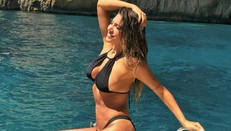 Η Φελίσια Λαπάτη με μαγιό βαζει «φωτιά» στο Instagram
