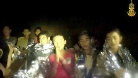 Βγήκε και το τελευταίο παιδί από τη σπηλιά στην Ταϊλάνδη