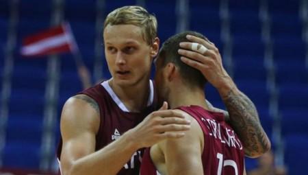Στην Εθνική Λετονίας Στρέλνιεκς και Τίμα