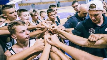Μαθήματα μπάσκετ από τον Τίμα (vid)