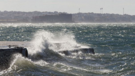 Καλοκαιρία με σχεδόν θυελλώδεις ανέμους στο Αιγαίο