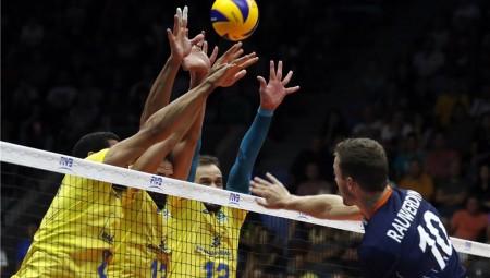 Ο Ράουβερντινκ «κάρφωσε» τη Βραζιλία