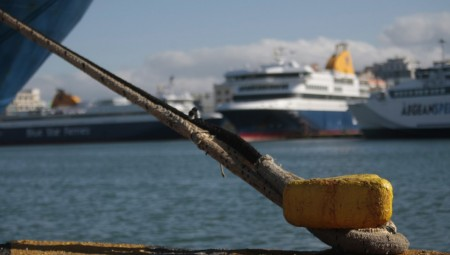 Δεμένα για δεύτερη ημέρα τα πλοία στα λιμάνια