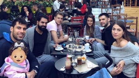 Καφεδάκι στη Πλάκα οι «ερυθρόλευκοι» (pic)