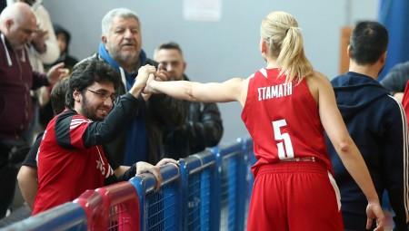 Στον Γιάννη Αλαμπασύνη αφιέρωσαν τη νίκη οι παίκτριες του Ολυμπιακού (vid)