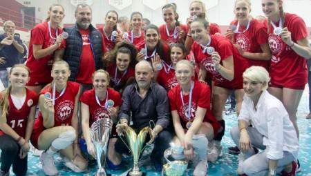 Θρυλικό τρεμπλ από τις κοριτσάρες του Ολυμπιακού!