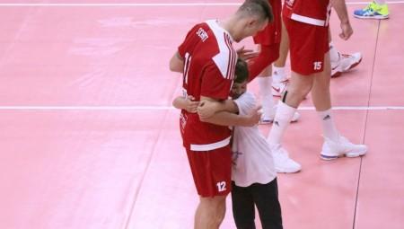 Ο Ανδρεάδης junior αγκαλιά με τον Σμιτ!