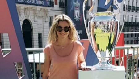 Με την κούπα του Champions League η Μαρίνα! (pics)