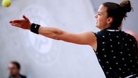 Δυνατή η Σάκκαρη, νίκησε την Μπούζκοβα