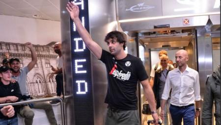 Πλήθος κόσμου στην άφιξη του Τεόντοσιτς στη Μπολόνια