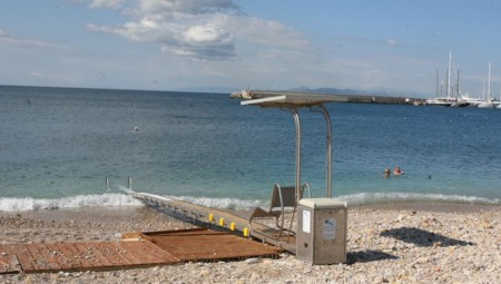 Δήμος Πειραιά: Σύστημα αυτόνομης πρόσβασης στα Βοτσαλάκια για άτομα με αναπηρία