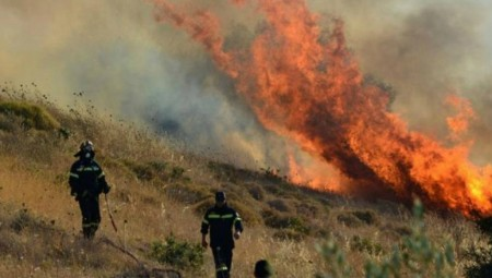 Μεγάλη φωτιά στο Λαγονήσι: Δόθηκε εντολή εκκένωσης - Κλειστή η λεωφόρος Σουνίου