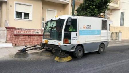 Οι υπηρεσίες του Δήμου Πειραιά καθάρισαν τους δρόμους της πόλης