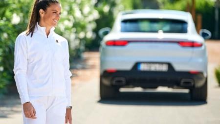 Νέα brand ambassador της Porsche η Σάκκαρη!
