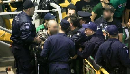Χτύπησαν αστυνομικό και το ματς έγινε κανονικά!