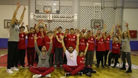 Ανανεωμένο το One Team του Ολυμπιακού (pics-vid)