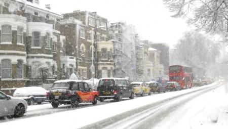 Χιονίζει στο Λονδίνο, παγετός το βράδυ!