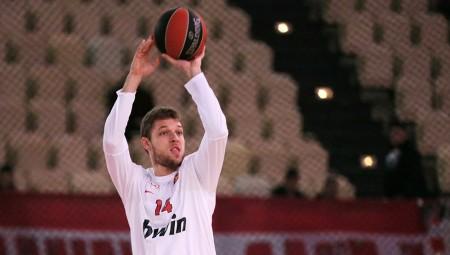 Βεζένκοφ: «Ματς-τελικός με την Αρμάνι»