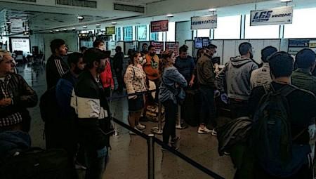 Χάος με Έλληνες στο αεροδρόμιο της Λάρνακας