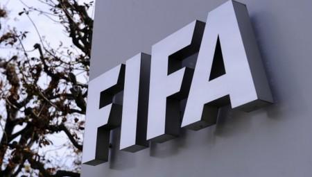 Επεκτείνει επ' αόριστον τη σεζόν η FIFA!