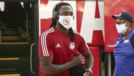Με τη μάσκα του Θρύλου ο Σεμέδο