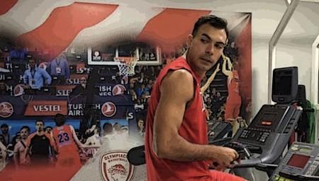 Ο Σλούκας ξανά στα ερυθρόλευκα! (photo)