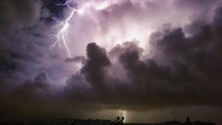 Κακοκαιρία «Ιανός»: Ισχυρές καταιγίδες και θυελλώδεις άνεμοι - Τι να προσέξετε (video)