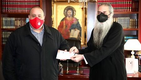 Βαγγέλης Μαρινάκης: Προσφορά αγάπης στη Μητρόπολη Πειραιά! (video)