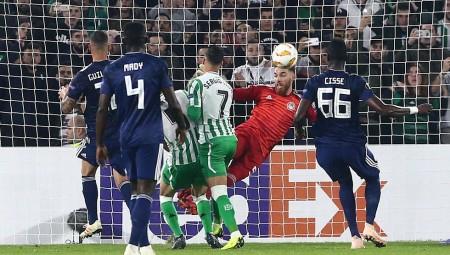 Η UEFA αποθέωσε τον… σωτήρα Ζοζέ Σα! (video)
