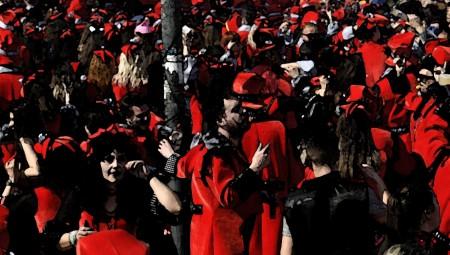 Απίστευτες εικόνες! Ξέφρενο αποκριάτικο πάρτι στους δρόμους εν μέσω αυστηρού lockdown! (video)