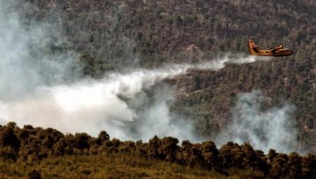 Μεγάλη φωτιά στην Άνδρο – Προληπτική εκκένωση περιοχών (video)