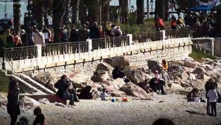 Άρση μέτρων: Μποτιλιάρισμα στους δρόμους - «Πλημμύρισε» από κόσμο η παραλιακή (video)