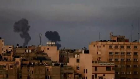 Λωρίδα της Γάζας: Ανελέητοι βομβαρδισμοί & μπαράζ αεροπορικών επιδρομών - Δεκάδες οι νεκροί