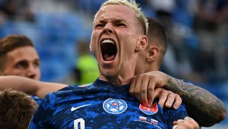 Πρώτο αυτογκόλ, κόκκινη και νίκη για Σλοβακία! (Video)