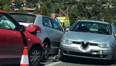 Θεσσαλονίκη – Καραμπόλα με 14 αυτοκίνητα – Ένας τραυματίας (video)