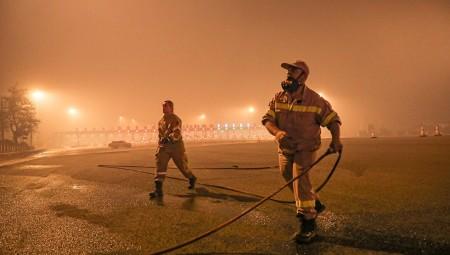 Οι πρώτοι τραυματίες από τις φωτιές (video)