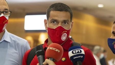 Υπέγραψε: «Ρήτρα 10 εκ. ευρώ» λένε στην Ισπανία για Λόπες