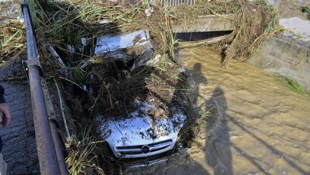 Η κακοκαιρία «Αθηνά» χτύπησε αλύπητα τη Βόρεια Εύβοια – Εικόνες βιβλικής καταστροφής (videos)