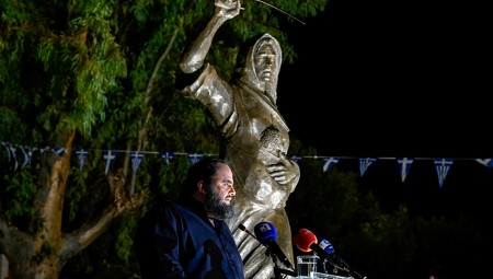Δωρεά Μαρινάκη! Σε κλίμα συγκίνησης τα αποκαλυπτήρια του αγάλματος της «Ηρωίδας Μανιάτισσας»