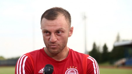 «Πρώτος στόχος να περάσουμε στο Champions League και μετά να πάρουμε το νταμπλ» (vid)